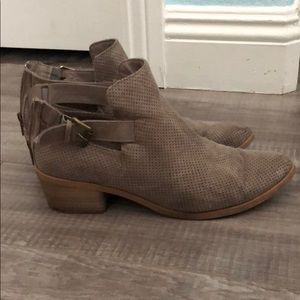 DV booties with zipper & buckle, super comfy 8.5